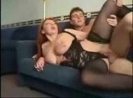 Sexo com coroa fudendo de ladinho
