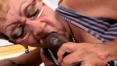 Filho fodendo buceta da mãe coroa gostosa