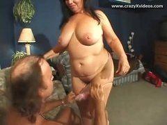 Morena atrevida transando em seu porno