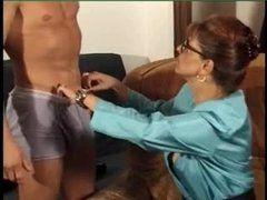 Safadona madura curte fazer um bom sexo anal