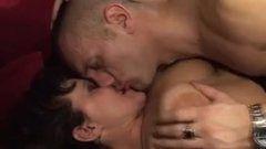 Coroa peluda sem vergonha no sexo anal