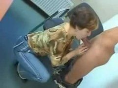 Safado colocando a tia pra chupar seu pau
