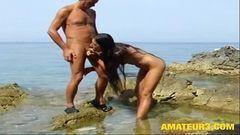 Casal adora se exibir e transa gostoso na praia