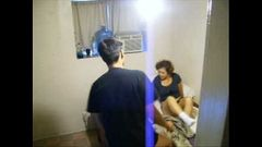 Marido escondeu a câmera e flagrou esposa com o filho dele