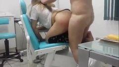 Dentista comendo sua paciente gostosa na cadeira