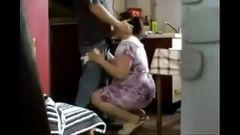 Sacana fez sua sogra safada chupar seu pau