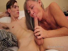 Sobrinho dotado comendo a tia magrinha