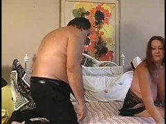 Marido comendo bastante a esposa peludinha