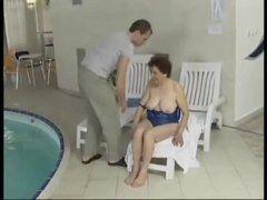 Prostituta coroa transando no vídeo porno