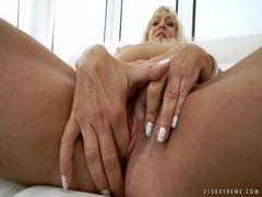 Video porno de negão comendo coroa safada