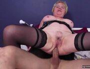 Sexo anal com velha de 65 anos dando no pelo