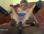 Sexo anal com velha de 60 anos dando no motel