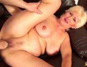 Vídeo de sexo com velha dando o bucetão